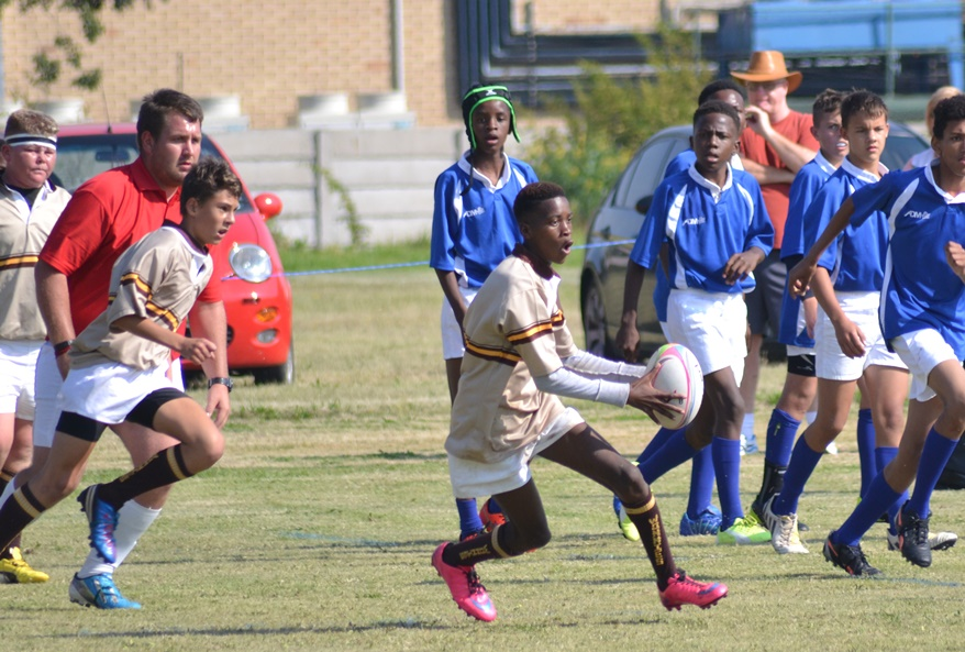 Lungelo Mbele spreading the ball down the line-319.jpg